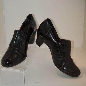 Clarks Booties Sz 8.5 black Loafer Pumps Heels